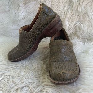 BOC Born Concept Green Tooled Leather Clogs Size 9